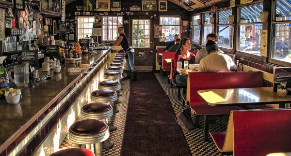 Trending Retro Diner Decor Ideas