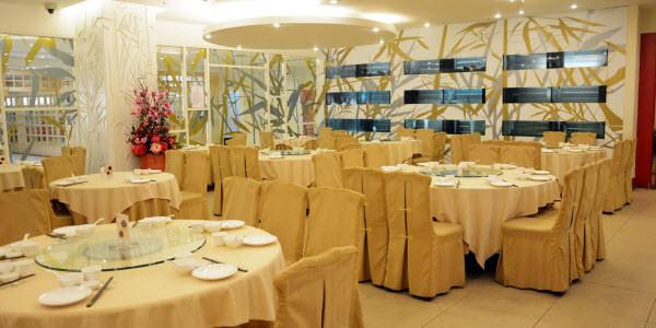 Restaurant tables setting